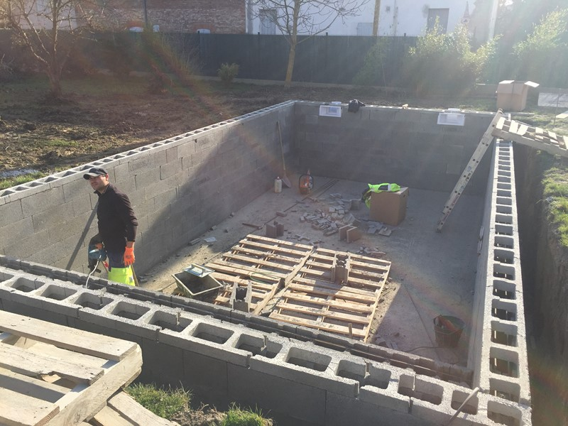 Constructeur de piscine toulouse castelmaurou for Piscine a debordement construction